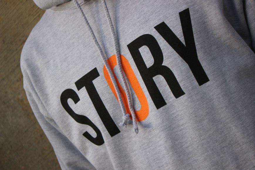 Story-Sneak-Hood-Grey-2